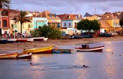 Coucher du soleil à la baie de Mindelo photographie stock libre de droits