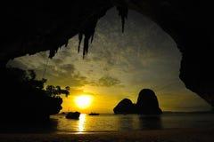 Coucher du soleil à la caverne Photographie stock