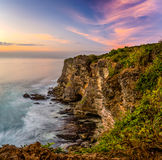 Coucher du soleil à la falaise d'Uluwatu Photo stock