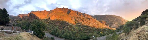Coucher du soleil à la gorge de Geghard en Arménie Photo stock