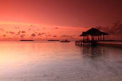 Coucher du soleil à la jetée photographie stock libre de droits
