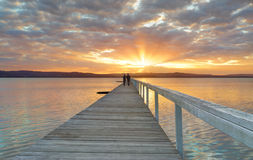 Coucher du soleil à la longue jetée Image stock