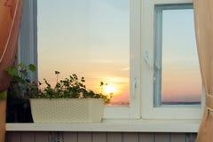 Coucher du soleil à la maison Photo stock