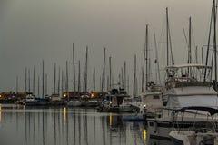 Coucher du soleil à la marina de Mazarron, Carthagène, Murcie photographie stock libre de droits