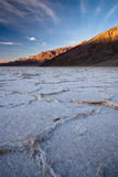 Coucher du soleil à la mauvaise eau, Death Valley Photographie stock libre de droits