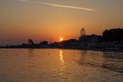 Coucher du soleil à la mer Images libres de droits