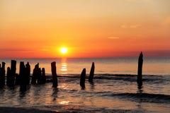 Coucher du soleil à la mer de Balitc Images stock