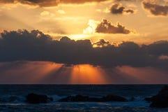 Coucher du soleil à la mer Méditerranée images libres de droits