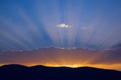 Coucher du soleil à la montagne Images stock