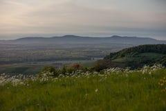 Coucher du soleil à la montagne de kaiserstuhl en Allemagne du sud Photographie stock libre de droits