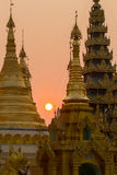 Coucher du soleil à la pagoda de Shwedagon Images stock