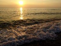 Coucher du soleil à la plage Image stock
