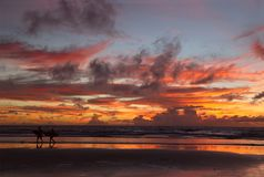 Coucher du soleil à la plage Photo stock