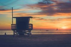 Coucher du soleil à la plage d'orteils image libre de droits