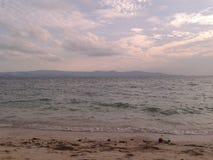 Coucher du soleil à la plage de Koh Phangan en Thaïlande Photo libre de droits