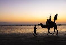 Coucher du soleil à la plage de la Karachi Photographie stock