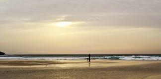 Coucher du soleil à la plage de lances à Tarifa, Espagne Images stock
