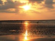 Coucher du soleil à la plage de Mandwa Photos stock