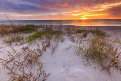 Coucher du soleil à la plage de Manisota Photographie stock
