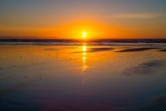 Coucher du soleil à la plage de Piha Photographie stock libre de droits