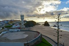 Coucher du soleil à la plage de Santa Cruz - Portugal Photographie stock