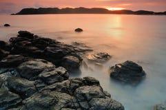 Coucher du soleil à la plage de Tanjung Aan photographie stock libre de droits