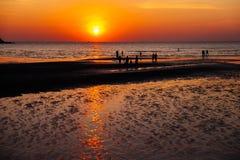 Coucher du soleil à la plage de Toei Ngam Image stock