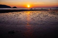 Coucher du soleil à la plage de Toei Ngam Image libre de droits