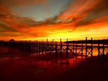 Coucher du soleil à la plage à l'île Bornéo, Malaisie de survivant Image stock