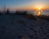 Coucher du soleil à la plage ovale Saugatuck Photographie stock libre de droits