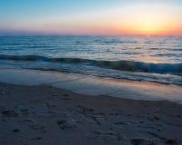 Coucher du soleil à la plage ovale Saugatuck Image stock