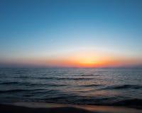 Coucher du soleil à la plage ovale Saugatuck Images stock