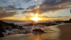 Coucher du soleil à la plage secrète, Maui Photos stock