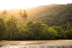 Coucher du soleil à la plage tropicale vide photographie stock