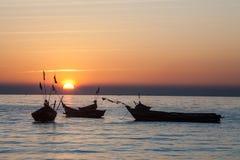 Coucher du soleil à la rivière ayeyarwady, myanmar Photos stock