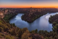 Coucher du soleil à la rivière de Duraton Image libre de droits