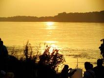 Coucher du soleil à la rivière de Khong photographie stock