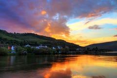 Coucher du soleil à la rivière la Moselle Photo stock