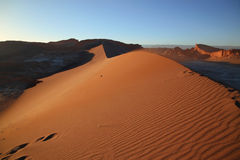 Coucher du soleil à la vallée de la lune, San Pedro de Atacama, Chili Photographie stock
