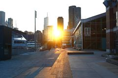 Coucher du soleil à la ville Chicago images libres de droits