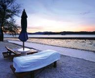 Coucher du soleil à la vue de plage Photographie stock libre de droits