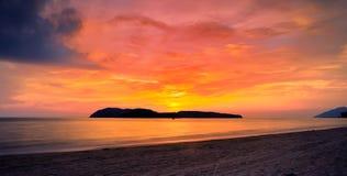 Coucher du soleil à langkawi image stock