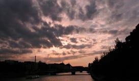 Coucher du soleil à Paris, Tour Eiffel, la Seine Photographie stock
