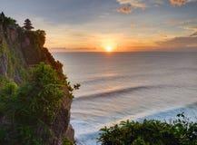 Coucher du soleil à partir du dessus de la falaise Image libre de droits