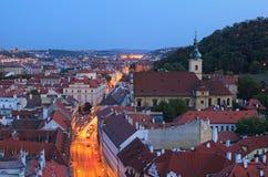 Coucher du soleil à Prague Photo de paysage urbain de soirée d'été Ciel vibrant coloré Prague, République Tchèque photographie stock