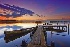 Coucher du soleil à un lac Photo libre de droits