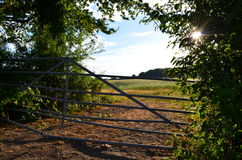 Coucher du soleil à une ferme Images libres de droits