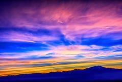 Coucher du soleil étonnant au-dessus du désert image stock