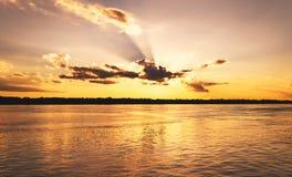 Coucher du soleil étonnant chez Rio Madeira dans le RO Brésil de Porto Velho photographie stock