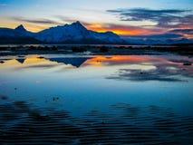 Coucher du soleil étonnant près du Pôle Nord photographie stock libre de droits